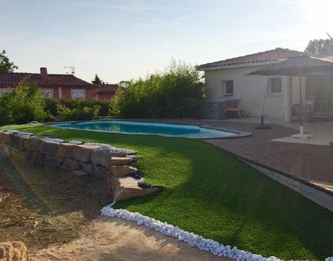 Gazon synthétique 40 mm  tours de piscine à Perpignan dans le département de l'Aude