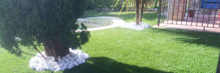 Gazon synthétique 35 mm autours d'une piscine sur la commune de Montpellier dans le département de l'Hérault