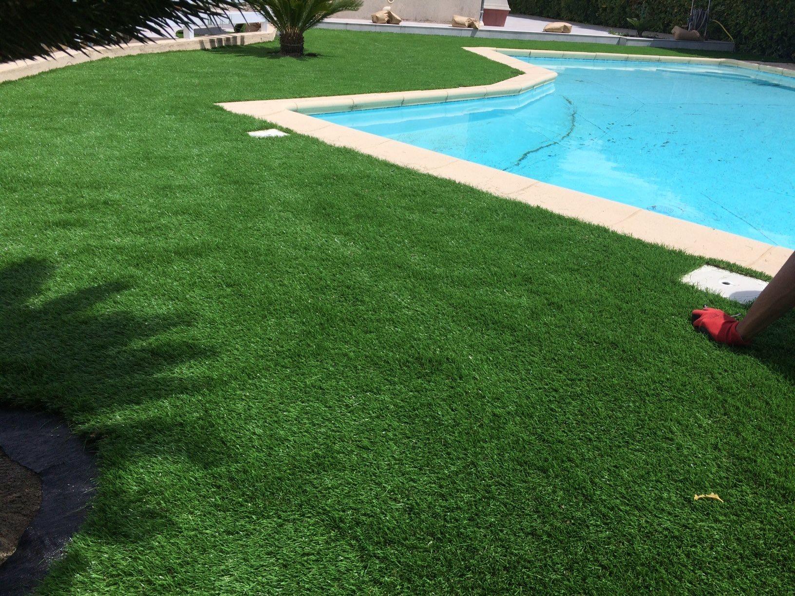 gazon synthétique tours de piscine à Avignon dans le département du Vaucluse