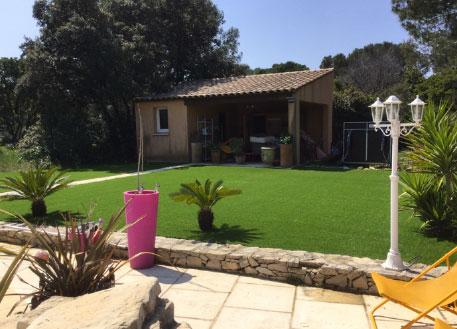 Installation jardin gazon synthétique à Toulon dans le 83