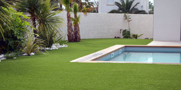 Aménagement tours de piscine maison contemporaine à Saint Privat des Vieux 30340.