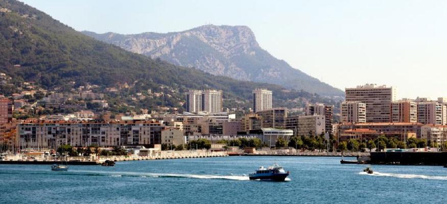 The Gazon Synthétique vente de gazon artificiel et pose de gazon synthétique à Toulon 83  et installation de pelouse synthétique.